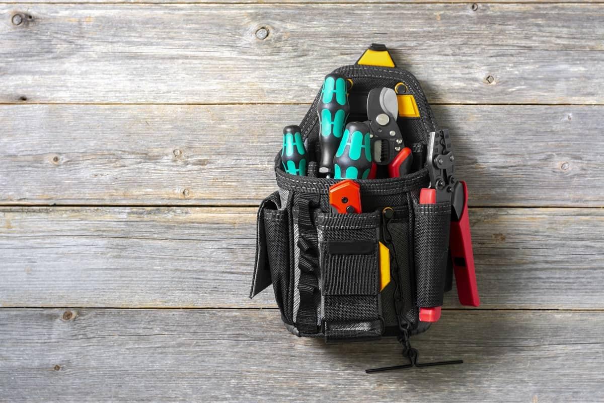DEWALT DGL523 Lighted Tool Backpack Bag Review - mytoolsmyrule.com