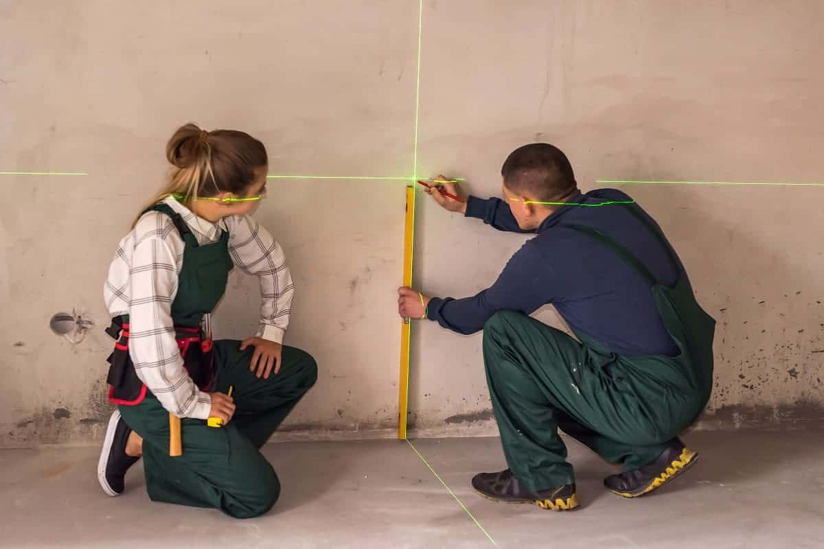 How to Use a Laser Level for Framing - mytoolsmyrule.com